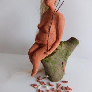 De Moeder; Keramiek, hout